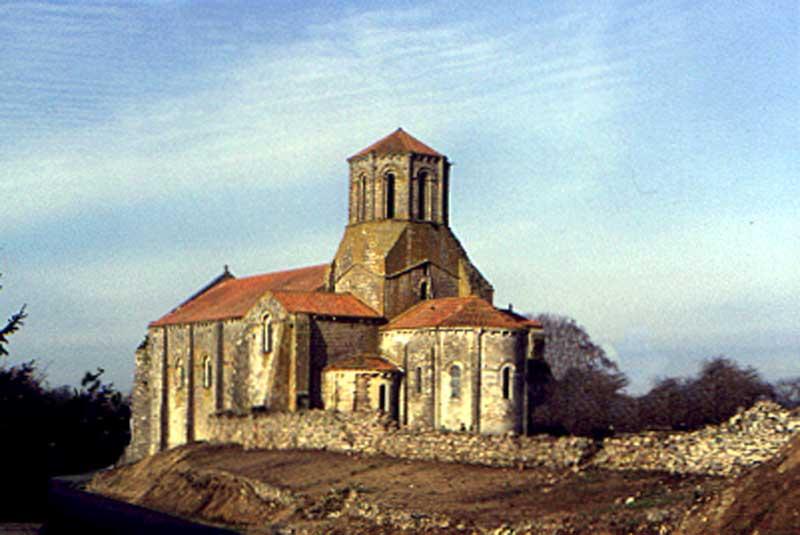 Church of saint-Pierre Parthenay-le-Vieux