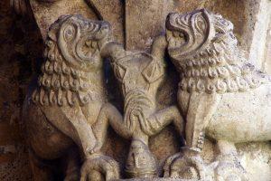 La Sauve-Majeure, Lions and Upside Down Man