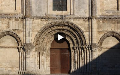 Video: Saintes Abbaye aux Dames West Porch